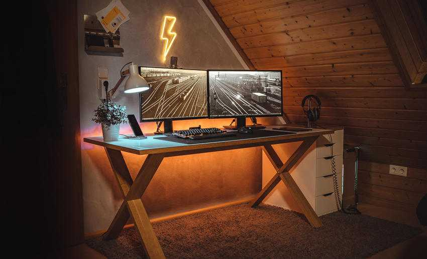 desktop 2 - Leaving the PC constantly open. The pros and cons