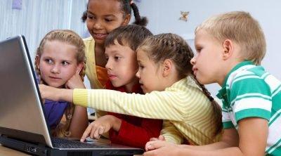 10 συμβουλές για να σερφάρουν τα παιδιά με ασφάλεια