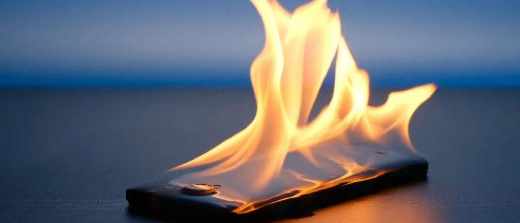 hot smartphone 1024x439 - Hack into a phone charger