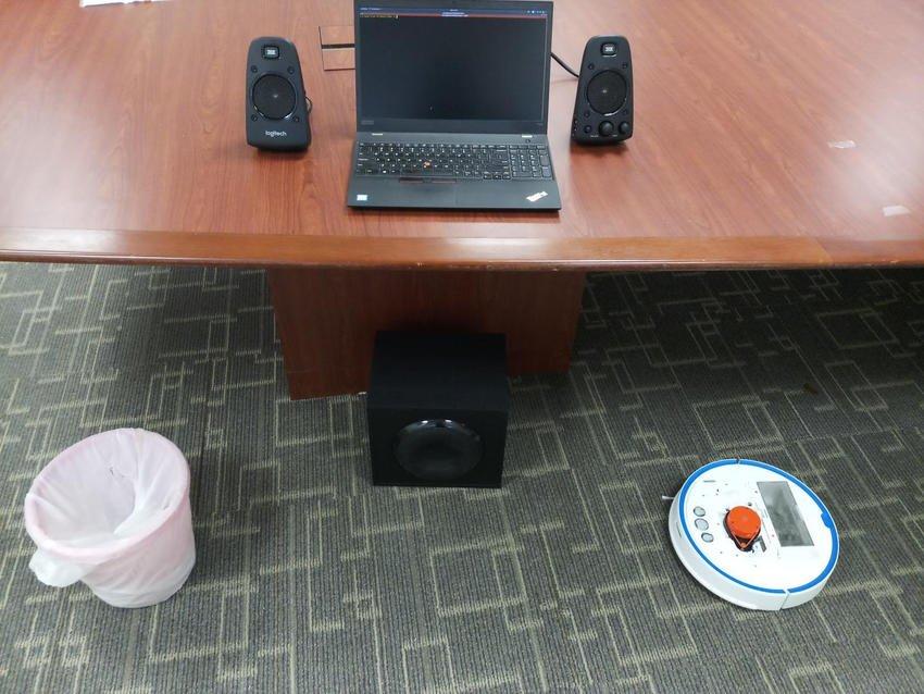 vacuum robot - Θα μπορούσε η ρομποτική σας σκούπα να σας παρακολουθεί;