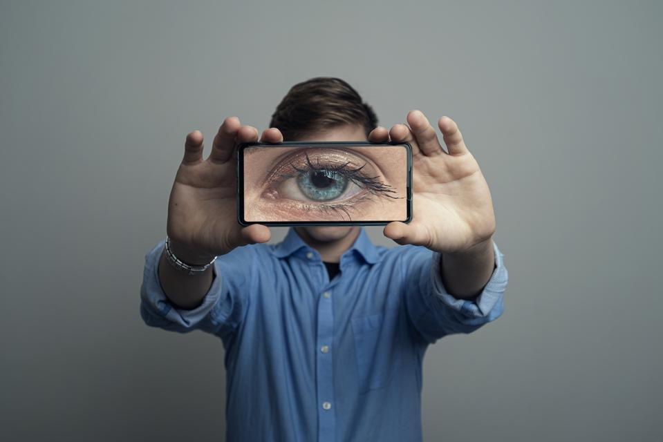960x0 1 - ΕΕ: χρηματοδοτεί την παρακολούθηση iPhone και Facebook