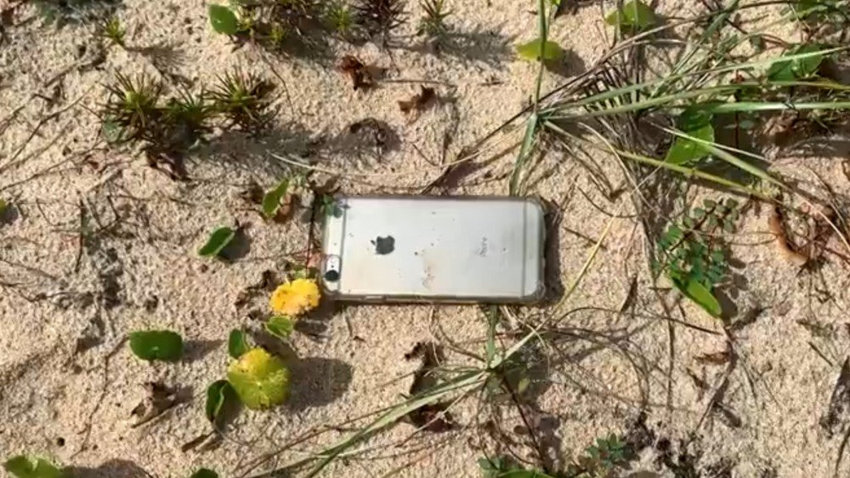 iphone 6s - iPhone 6s falls from a plane, records its descent and survives