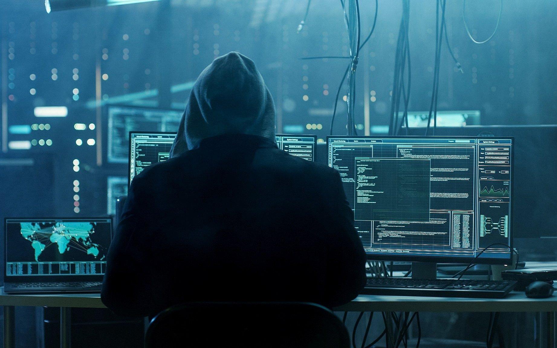 hacker - SolarWinds Οι hackers έκλεψαν πηγαίο κώδικα της Microsoft